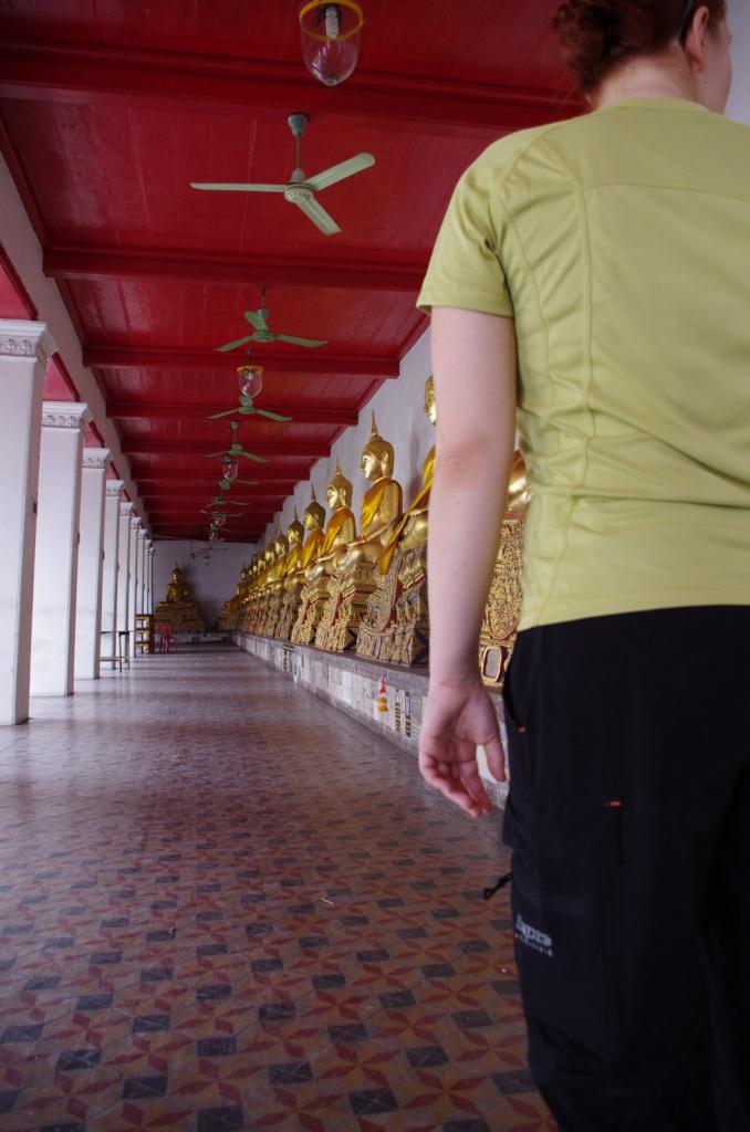 Hosenbeine anzippen ist friemelig, aber praktisch beim Tempelbesuch