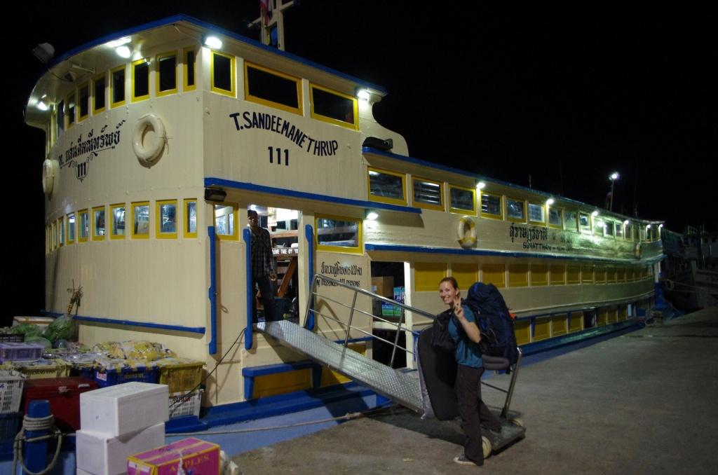 In Surat Thani legt das Nachtboot Richtung Trauminsel ab