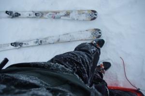 Eisschicht auf Jacke und Skihose
