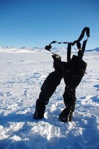 Bretthart gefrorene Skihose