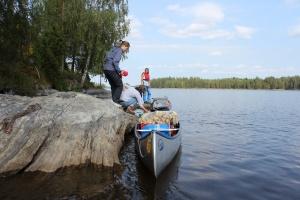 Boote beladen und los