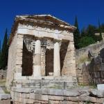 Am weitesten wieder aufgebaut ist das Schatzhaus der Athener