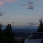 Am Berg gegenüber der Felsen finden wir einen super Aussichtspunkt zum Übernachten