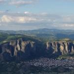 Etwa 11.000 Menschen leben unterhalb der Felsen in Kalambáka