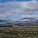 Dovrefjell-Sundalsfjella-Nationalpark mit dem höchsten Berg Snøhetta (r.)