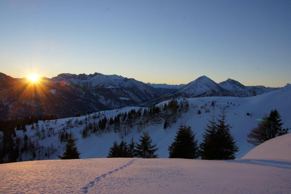 Sonnenaufgang unterhalb des Gipfels der Hochplatte