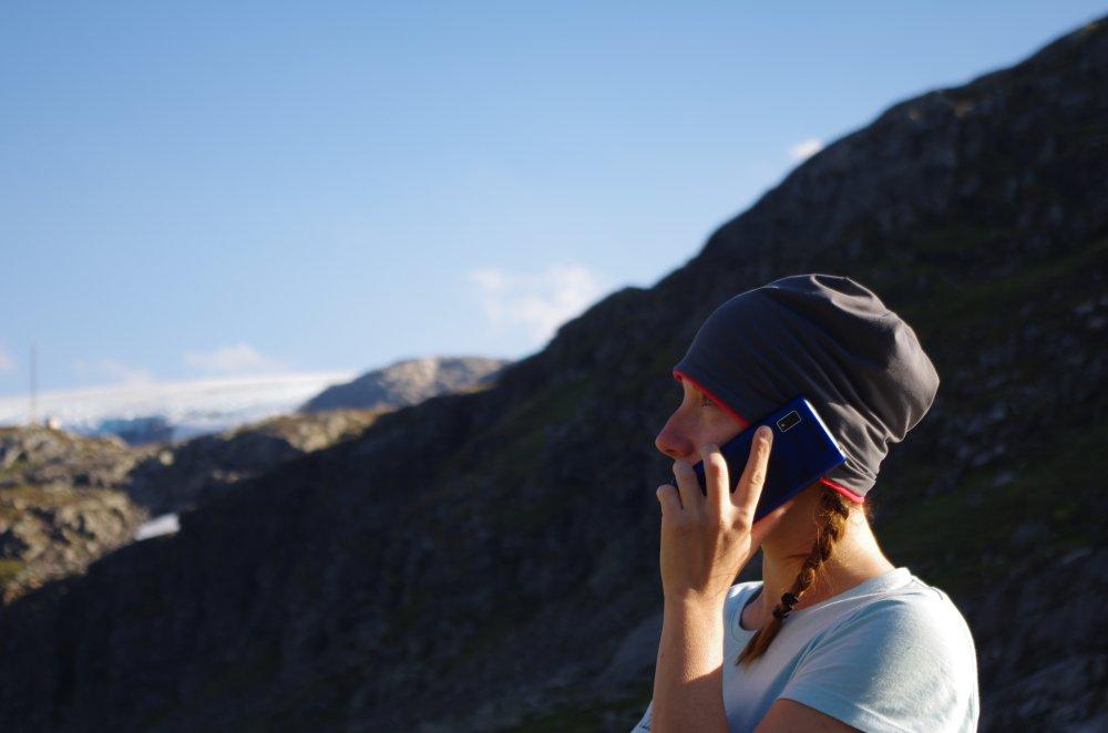 Telefonat auf einem Hochland in Norwegen