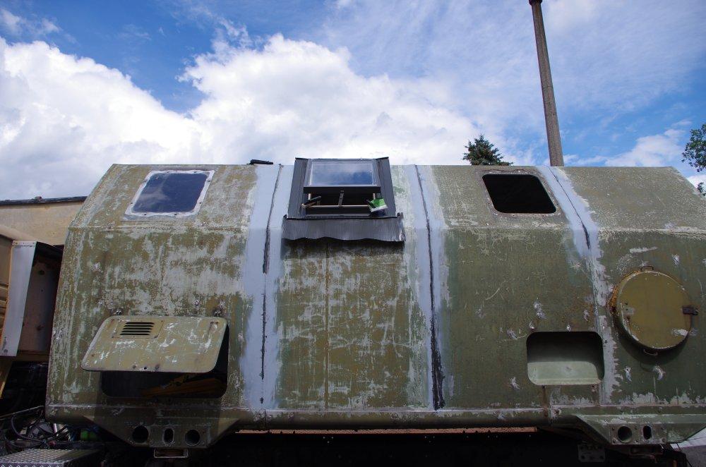 Probesitzen des FAKRO Dachfensters im LAK II Wohnkoffer