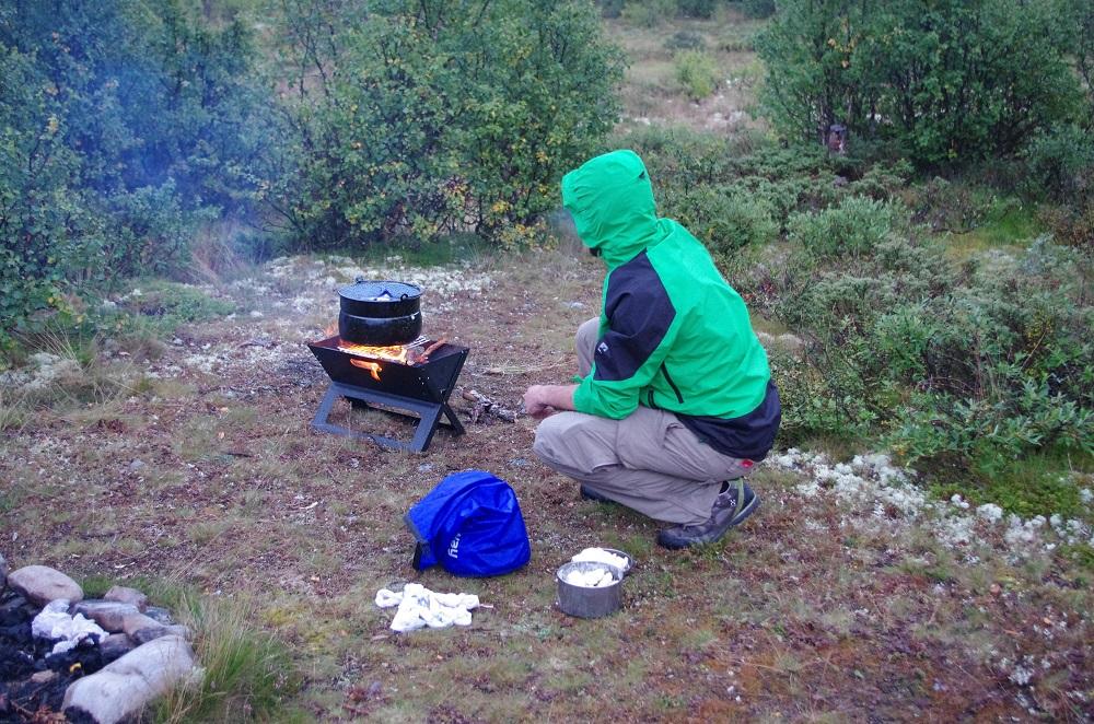 Lagerfeuer zum Auskochen der Windeln