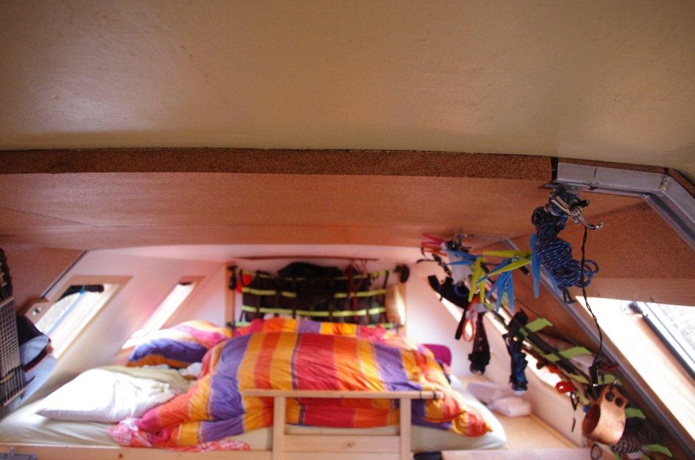 Innenausbau mit Holz und Kork im IFA L60 4x4 Lkw Fernreisemobil