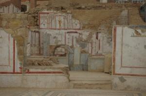 Historische bunte Wandgemälde auf Mauerresten der Ausgrabung von Ephesos in der Türkei